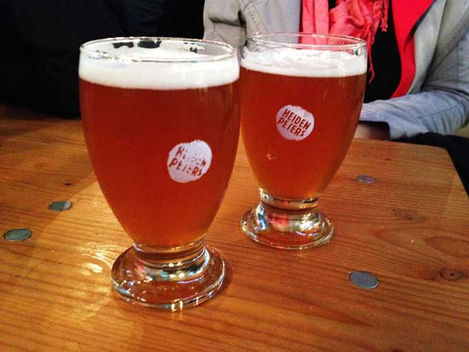 Zwei Gläser Heidenpeters Pale Ale