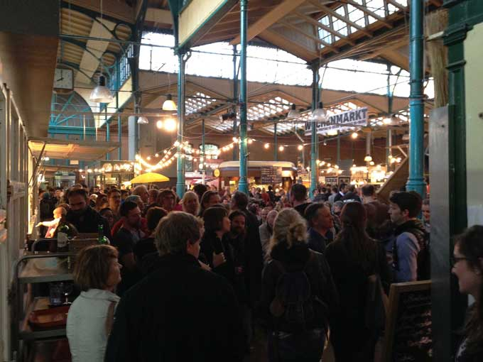 Blick in die Markthalle 9 beim Streetfood Thursday