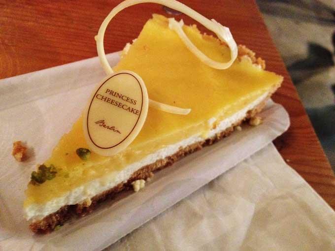 Ein Stück Lemon Cheesecake