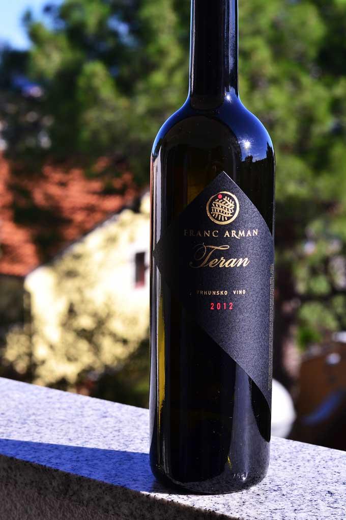 Rotwein Flasche Teran von Franc Arman