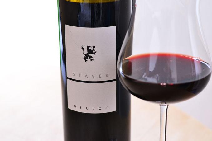 Wein Merlot riserva, Flasche mit Glas