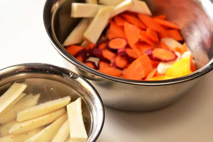 Küchenfertig vorbereitetes Wurzelgemüse