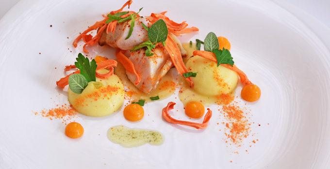 Kaninchen mit Karotte, Aprikose und Kartoffel