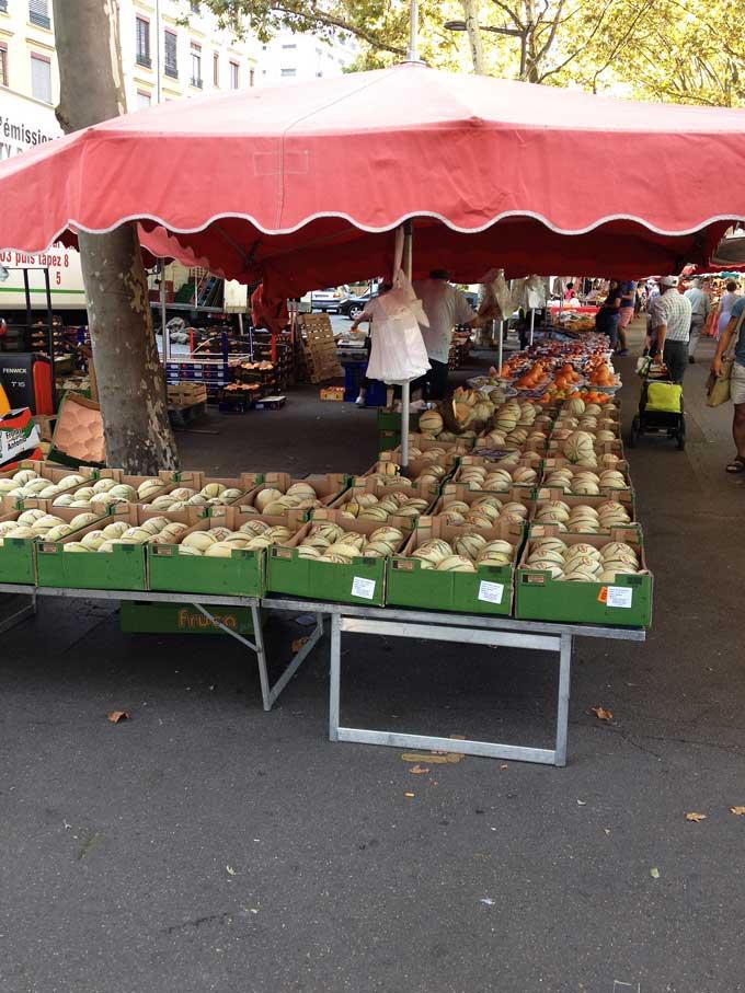 Marktstand am Markt von Saint-Antoine in Lyon
