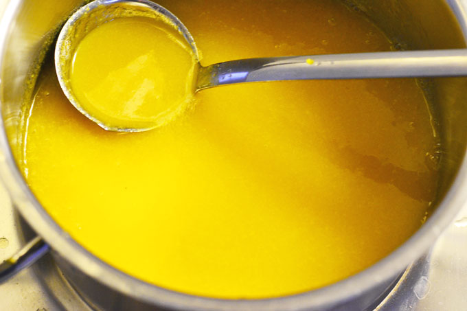 Orangenmarmelade durchpassiert