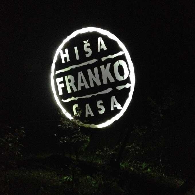 Leuchtschrift Hiša Franko Kobarid Slowenien